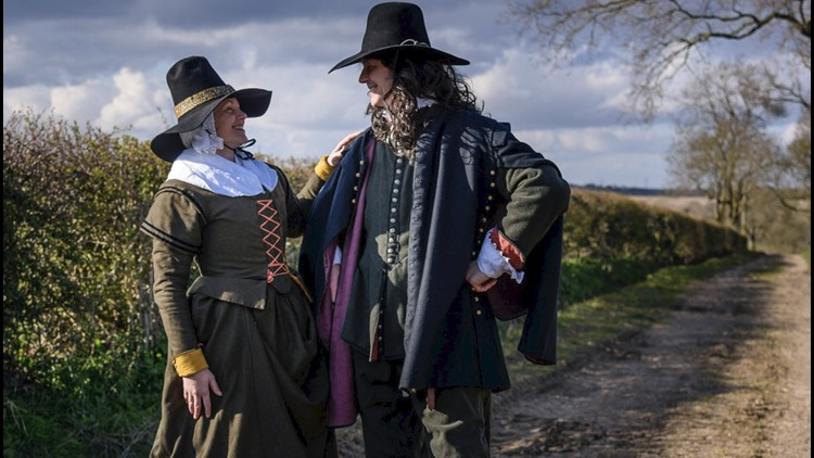 Must-See! Couple Turns Historical Looks During Walks to Entertain Neighbors from Afar