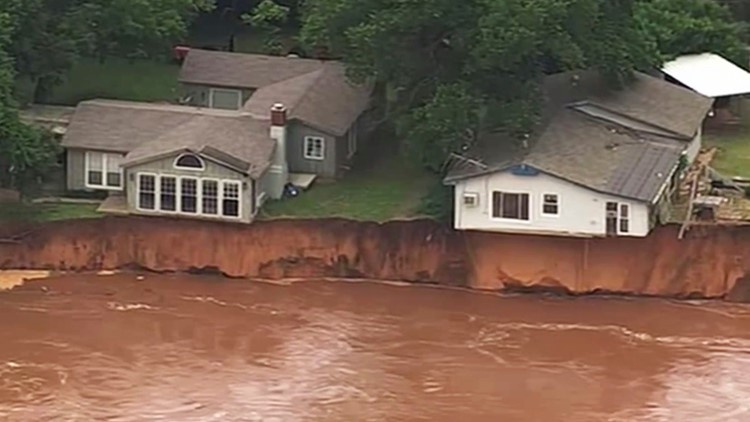 Crews locate runaway barges that threatened Oklahoma dam during Midwest storms