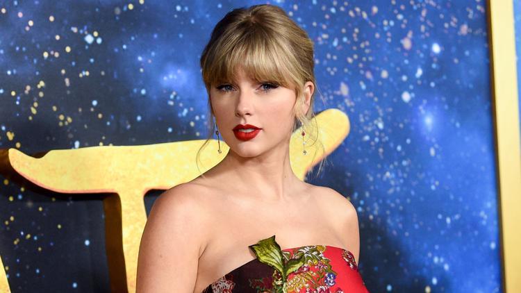 Police say stalker arrested at Taylor Swift's New York building