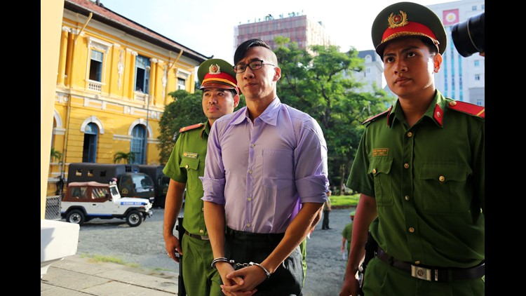 Vietnam convicts, deports US man who joined protest