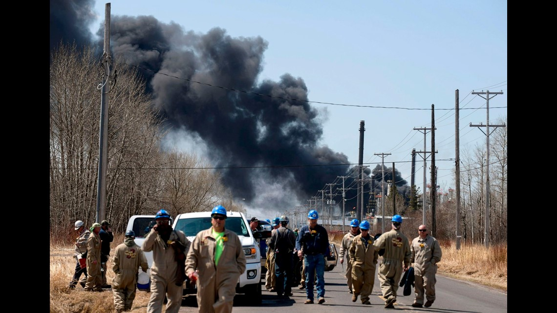 At least 20 reported injured in Wisconsin oil refinery explosion