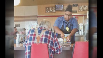 Texas teen receives sweet surprise after helping elderly customer at Waffle House