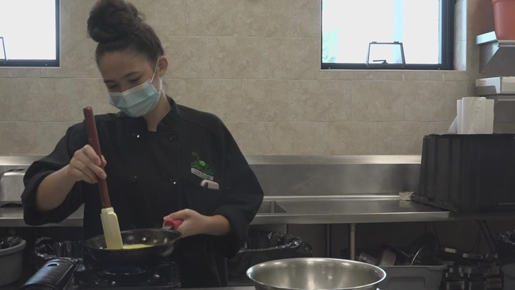 Lewiston students help local restaurants in need of workers