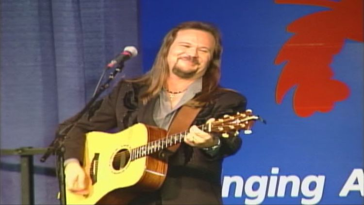 Travis Tritt cares about politics even if his lyrics suggest otherwise