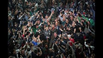 Super Bowl #selfiekid on Justin Timberlake pic: 'He's my favorite singer, I had to take a selfie'