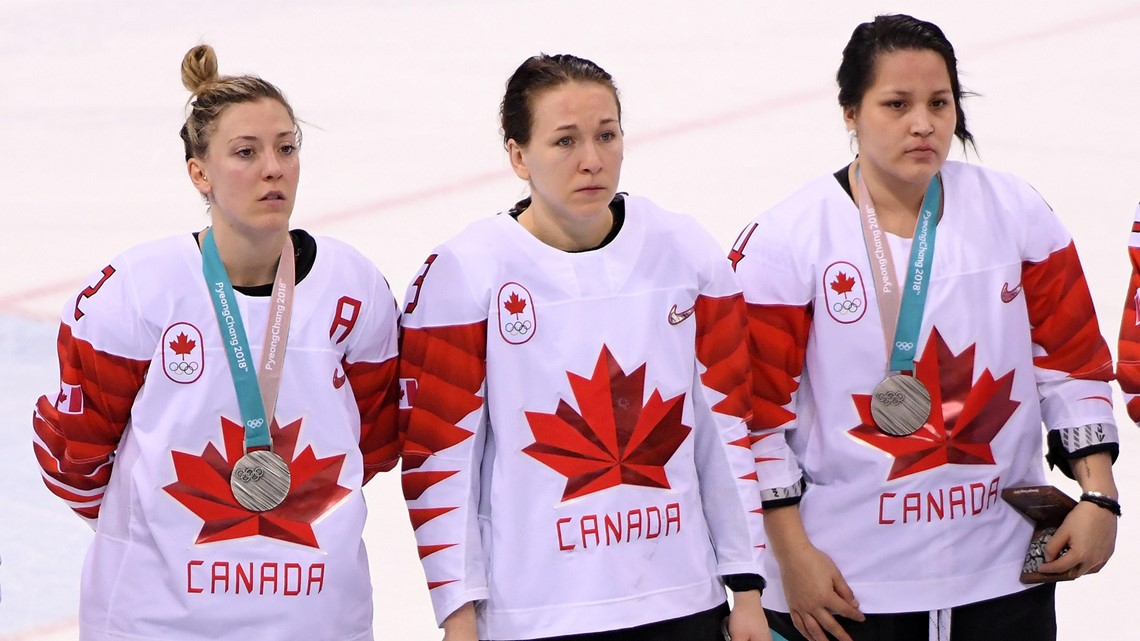 After losing to USA, Canadian hockey player refuses to wear silver medal