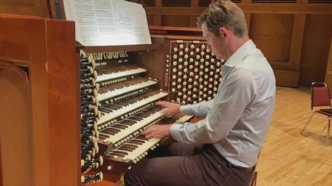 Organist James Kennerley performs Stars & Stripes