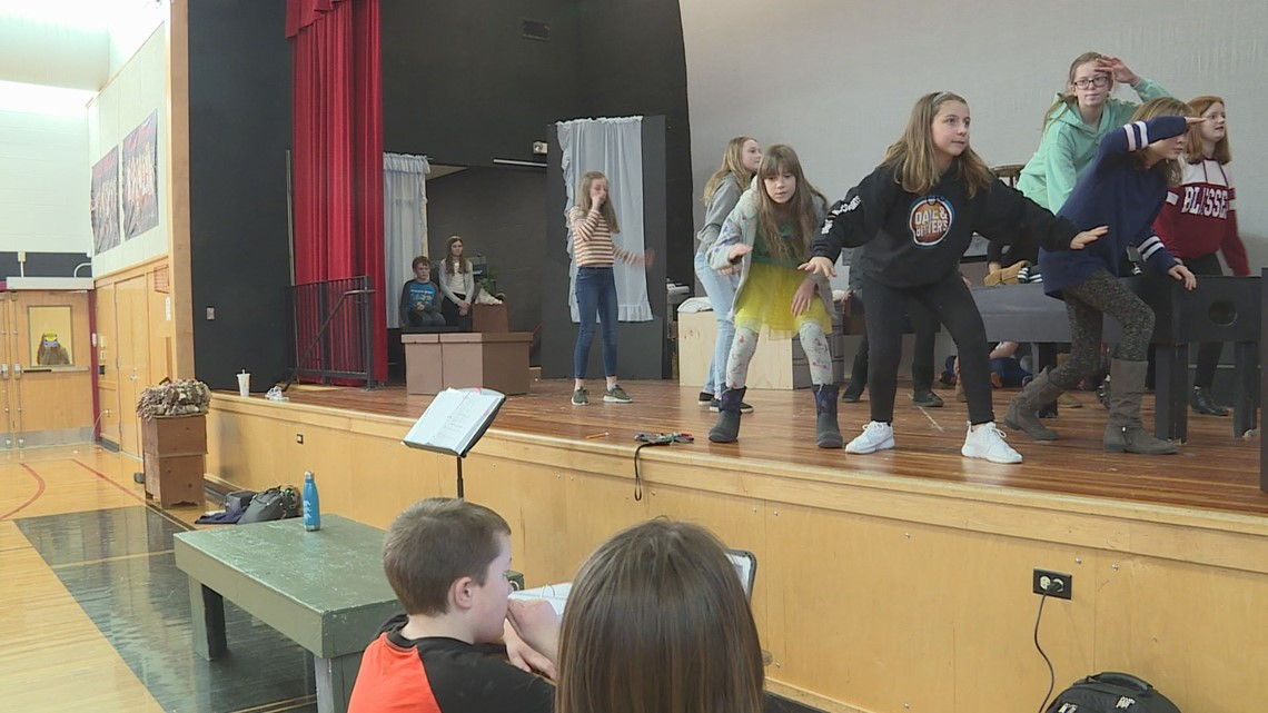 Wells actors take action against hunger