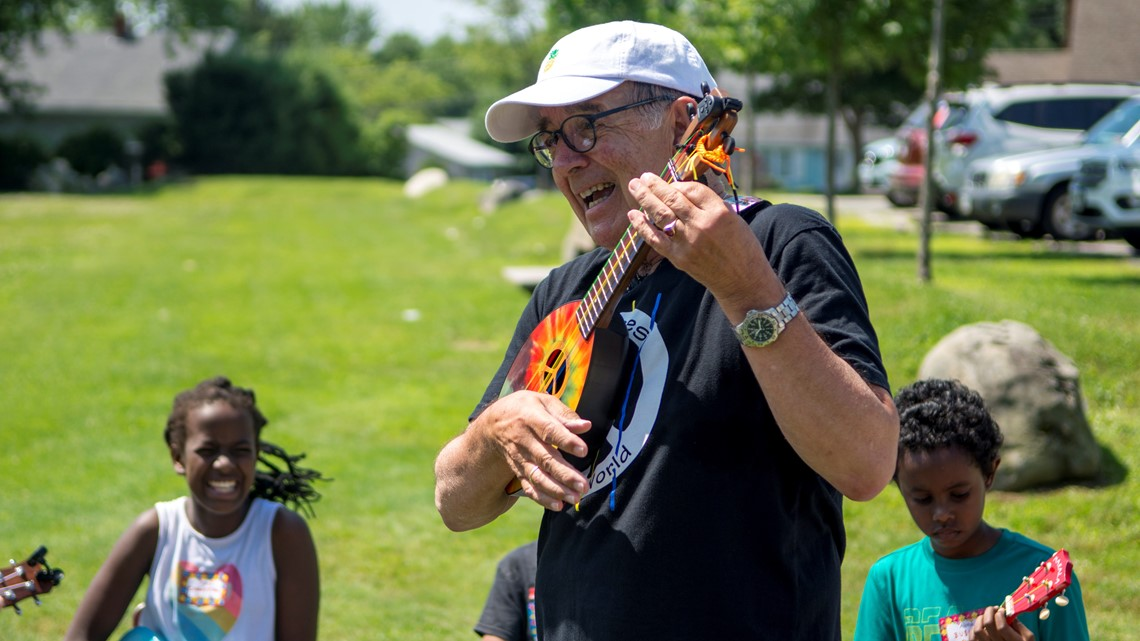 Healing the World, one ukulele at a time
