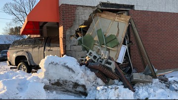 Car crashes into Hanger Clinic in Portland