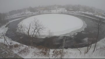 A dying disk: Warm weather deteriorates river's wheel of ice
