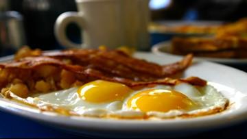 Man buys breakfast for an entire restaurant in Machias