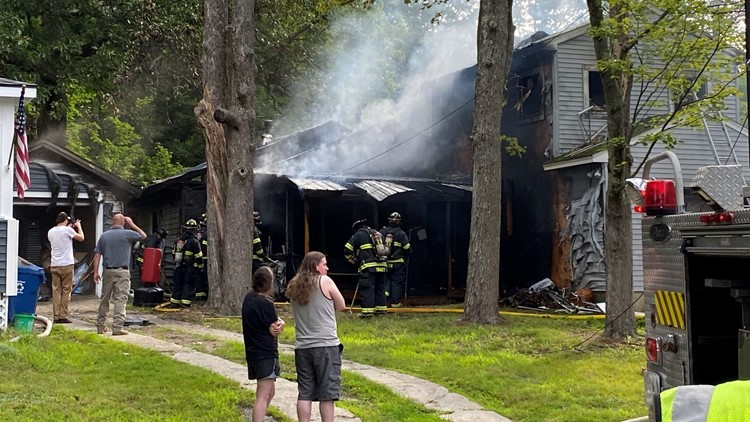 1 person dead, 1 in the hospital in Portland home fire