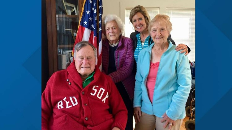 Lisa Mills and the former President and First Lady Bush