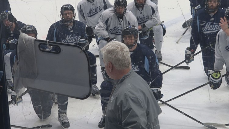 RED GENDRON DRAWING UP PLAYS DURING WEDNESDAY'S PRACTICE