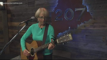"Anni Clark performs ""Pilot Light"""