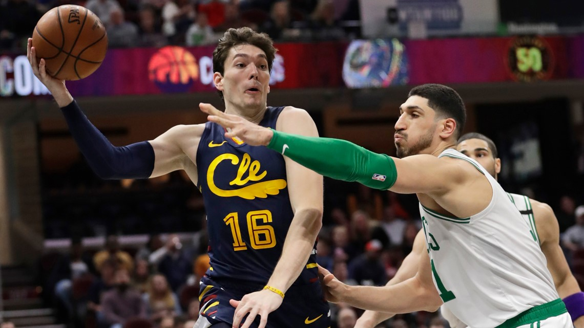 Celtics' bench shines in starless Cleveland night