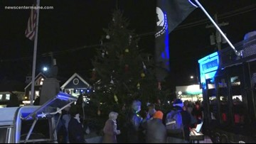 Kennebunkport gathers for annual tree lighting, honoring Bush 41