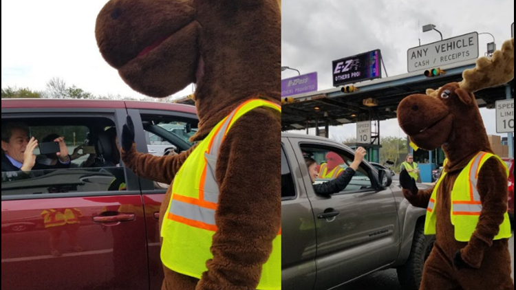 Miles and Clawdette say goodbye to Maine tourists at York Toll on Labor Day