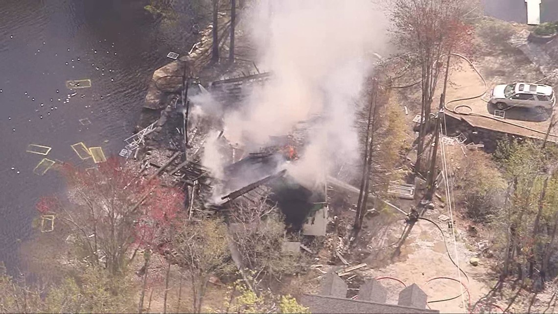 Windows found in lake after house explodes in Amherst, NH