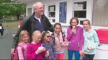 Bus driver starts retirement with ice cream for students