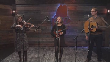 Lauren Rioux & The Stocking Stuffers at OLS 12.16