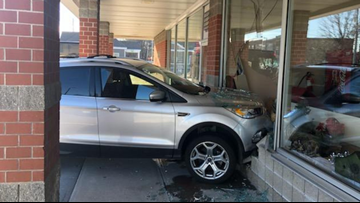 Car crashes into Mister Bagel in South Portland