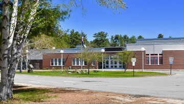 Bomb threat found in bathroom at Windham elementary school