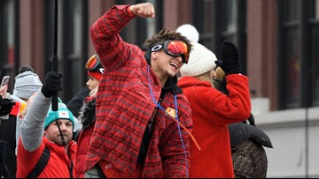 Patrick Mahomes chugs, showers Travis Kelce with beer during Chiefs parade
