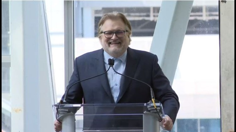 Drew Carey details life events that brought him to the Marines during return visit to Cleveland